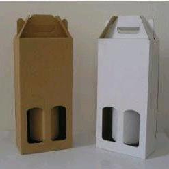 scatole per bottiglie di vino in cartone bianco e avana.